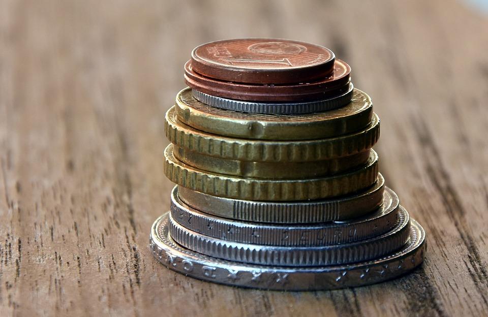 několik mincí