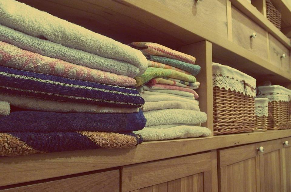 prádlo ve skříni